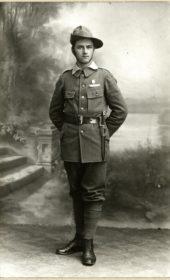Karol Kobiela (ur. 1894 r.). Praktykant handlowy z Karwiny-Frysztatu. Poległ prawdopodobnie w bitwie pod Pasieczną.W czasie tworzenia Legionu Śląskiego dowodził plutonem karwińskim.